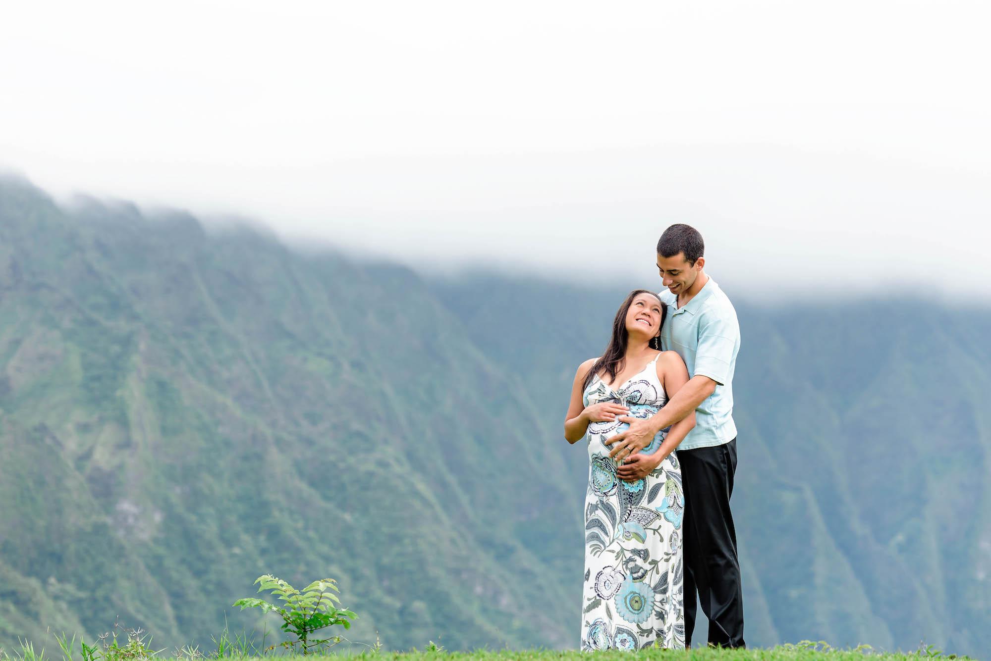 Hawaii Maternity Photos at Koolau Ballrooms - Photo by Mayberry Multimedia
